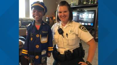 b2ap3_thumbnail_Hillsborough-County-deputy-buys-Halloween-costume-for-kid-who-wants-to-protect-and-serve.jpg