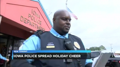 b2ap3_thumbnail_Screenshot_2018-12-24-Iowa-Police-hand-out-gift-cards-instead-of-tickets.png