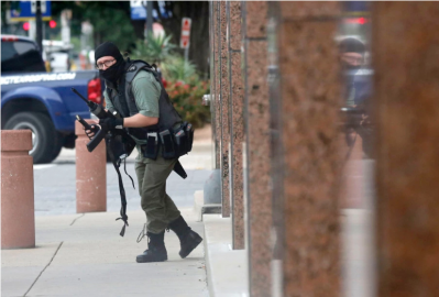 b2ap3_thumbnail_Screenshot_2019-06-19-Photographer-recounts-facing-Dallas-gunman-who-opened-fire-on-federal-building.png